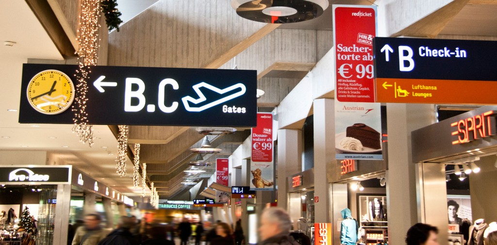 Overhead Signs Terminal 1 Inside (CGN)